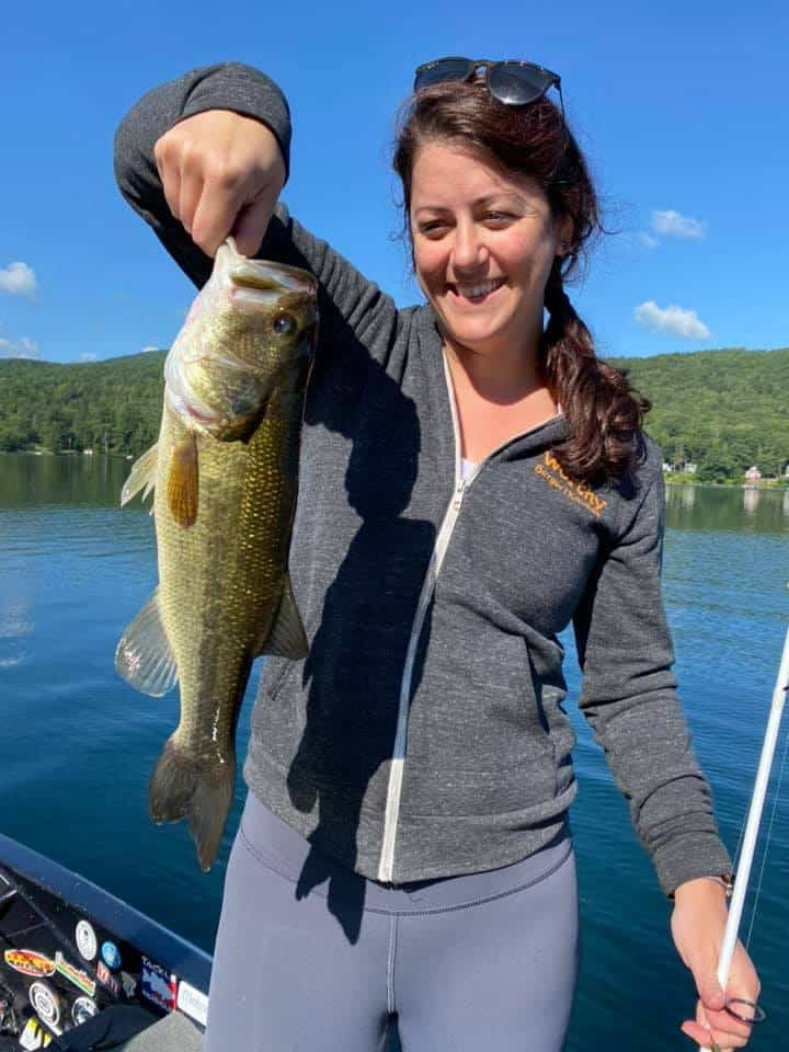 Daughters Catch Huge Bass Fish in VT 4